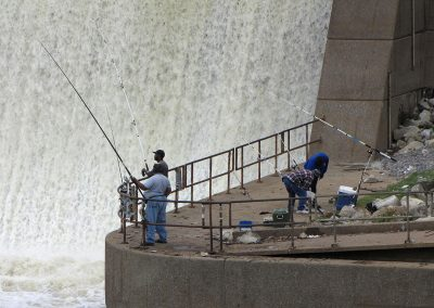 Fishing-by-dam-2